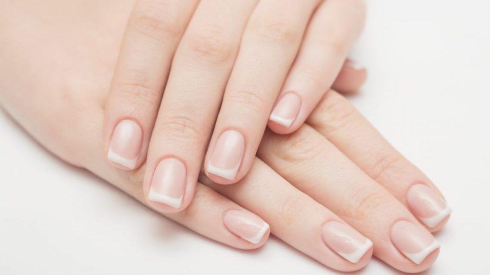 onycholiza płytek paznokciowych przyczyny objawy leczenie
